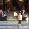 Тибетки и тибетята с ленточной монастыря Сакья.