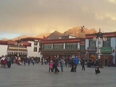 Монастырь Джоканг на закате