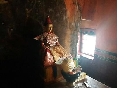 Пещера Сонгцзен гампо. Здесь король медитировал в 7 в еще до строительства храма Джоканг.