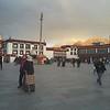 Вечером - в Лхасе. Монастырь Джоканг на закате