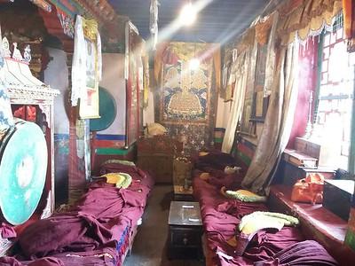 В храме Будды Майтрейи