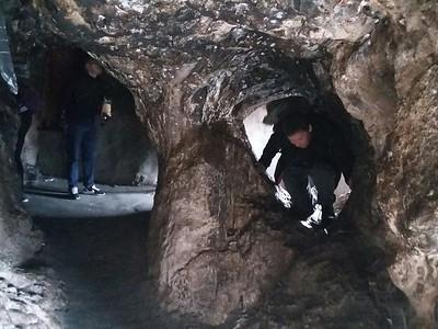 Пещера дикого яка. Если пролезть через его ноздри, то будет всем еще больше счастья!