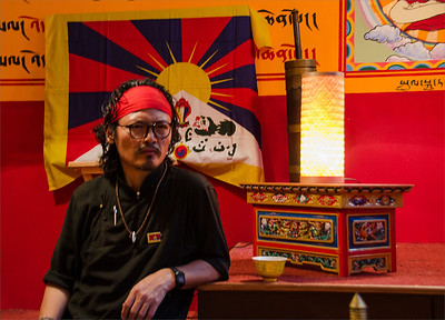 Tenzin Tsundue public meeting, Dharamsala tearoom, Prague 2014