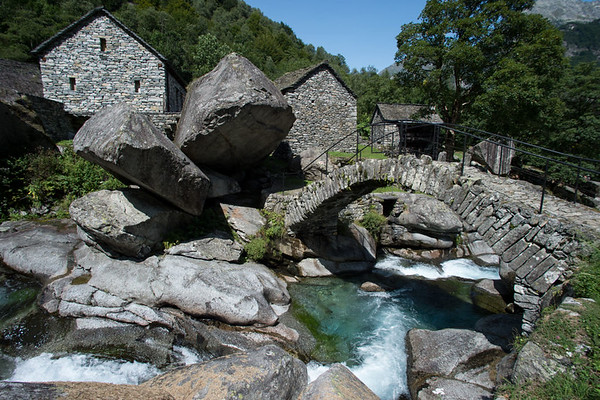 The fraction of Puntid (890m), with its small stone bridge. Source: ticino.ch