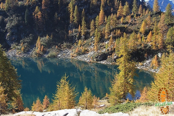 Lago di Sfii, 1909 m, has the best charme in autumn. Source: ariafina.ch