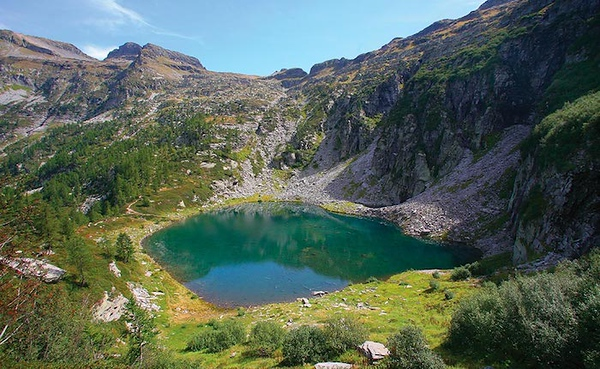 Laghetto d'Efra, 1836 m, seen from above in summer. Source: varesenews.it