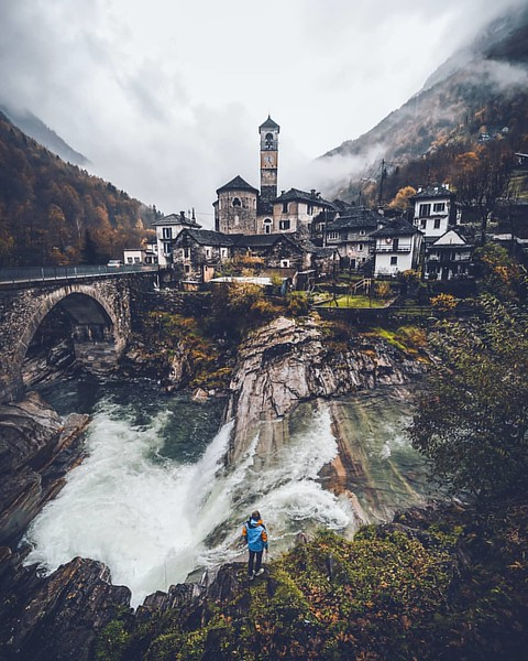 Lavertezzo and its surrounding waterfalls. Source: @_marcelsiebert (Instagram)