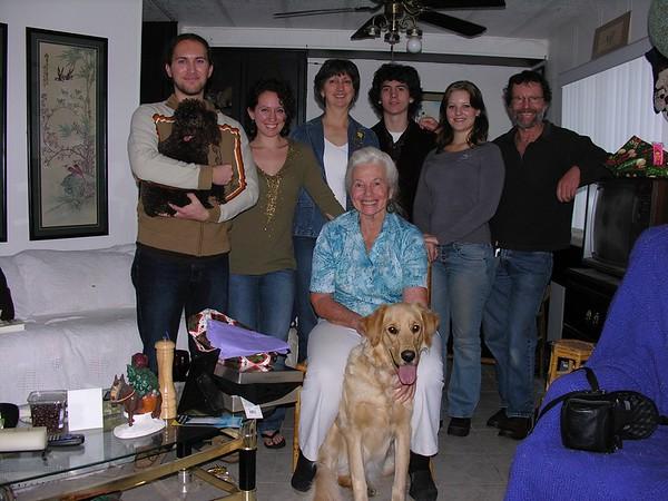 Tienshi and family - Christmas 2005 - 174