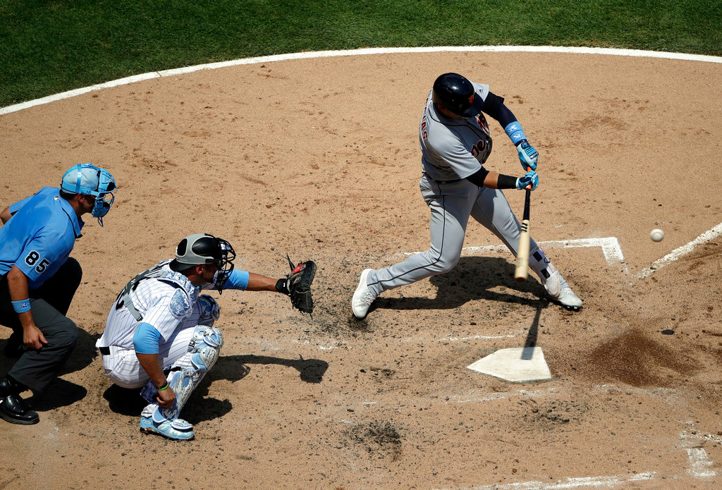 . Detroit Tigers\' Jose Iglesias, right, hits a one-run single against the Chicago White Sox during the fourth inning of a baseball game in Chicago, Sunday, June 17, 2018. (AP Photo/Nam Y. Huh)