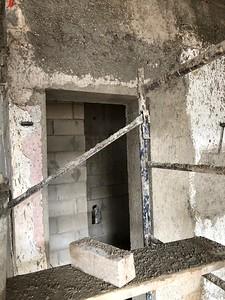 Door to 2nd bath