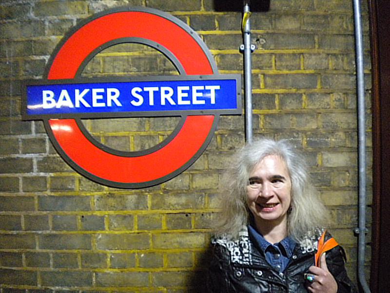 Liz at Baker Street circle line platform waiting to go to Aldgate East for <br /> <br /> Brick Lane Market <br /> <br /> 12th Oct 2014