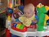 Tim übt in seinem Baby  Einstein Center