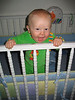 Im Bettchen stehen zum 7 Monate-Geburtstag