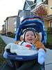 Carebear-Tim beim Spazieren - vor Haus