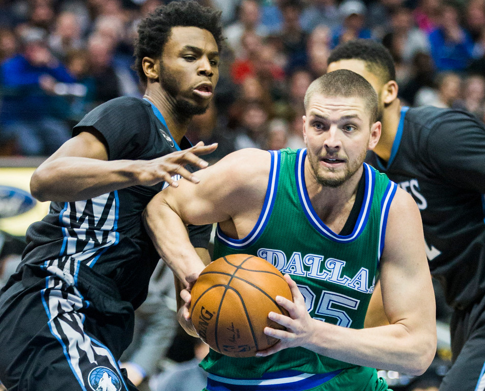 . The Dallas Mavericks\' Chandler Parsons (25) gets away from the Minnesota Timberwolves\' Andrew Wiggins (22) during the second quarter on Wednesday, Jan. 20, 2016, at the American Airlines Center in Dallas. (Ashley Landis/Dallas Morning News/TNS)