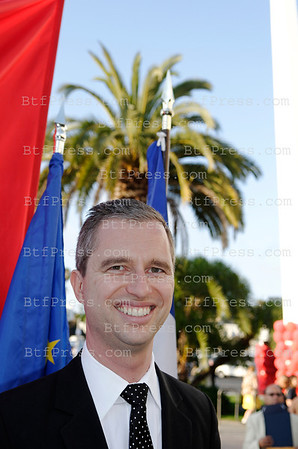 Exclusive___ Time to say goodbye to the Consul general of France in Los Angeles, David Martinon. During the celebration of the 14 July in Los Angeles, David Martinon received the honor of the city of Los Angeles and the thanks of the French community for his 4 years mission of Consul general of France in Los Angeles.