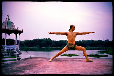 Virabhadrasana B (Warrior / Hero)