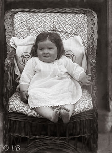 C073_Baby on chair_217_ed1
