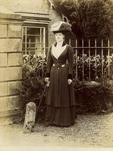 Woman in gateau hat 2