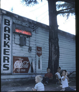 19630601_store_and_boys