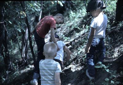 19640601_boys_in_gulley