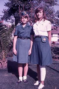 19660601_kathy_linda_in_uni