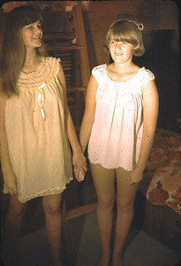 19660601_linda_and_kathy_in