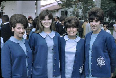 19680601_graduates_1