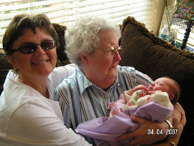 April 4_ 2007 Great grandparents and Auntie Linda visit Gracie 003.jpg