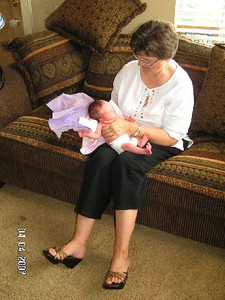 April 4_ 2007 Great grandparents and Auntie Linda visit Gracie 041.jpg