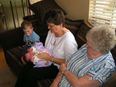 April 4_ 2007 Great grandparents and Auntie Linda visit Gracie 014.jpg