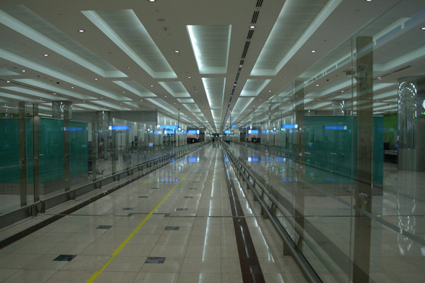Hallway - Dubai International Airport - November 30, 2009