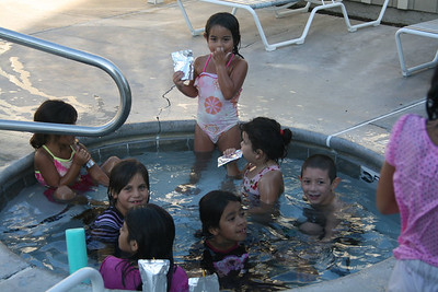 Alondra and the neighborhood kids in the spa