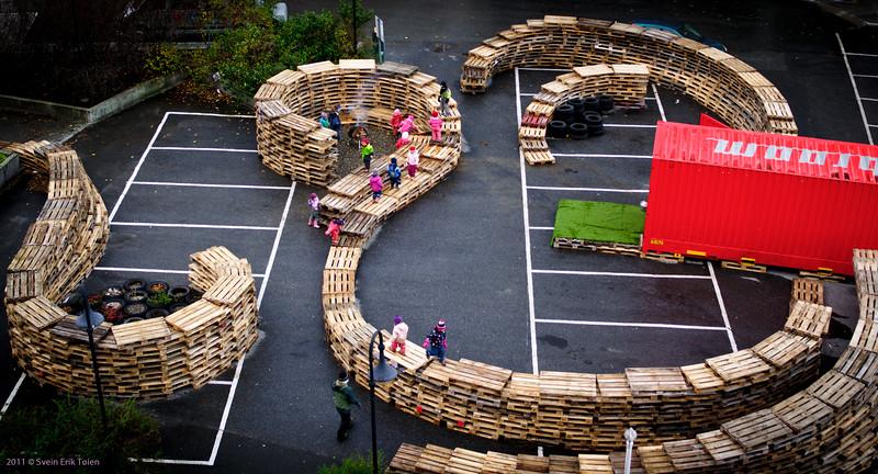 Overview - kindergarten children using the installation