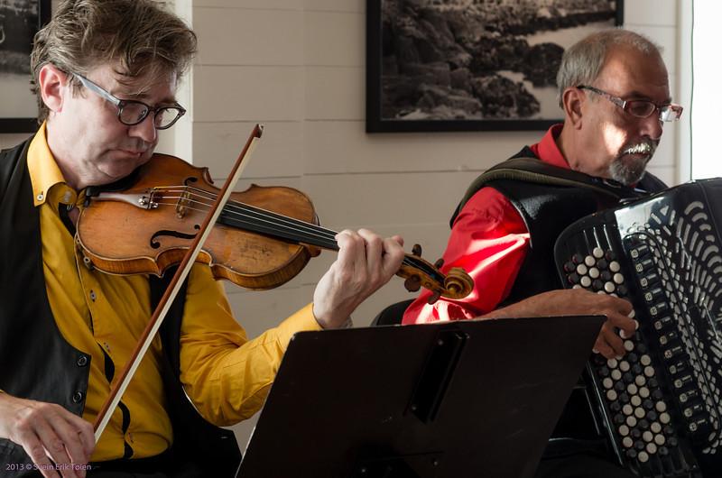 Ragnar Heyerdahl, violin, Magne Henriksen, accordeon