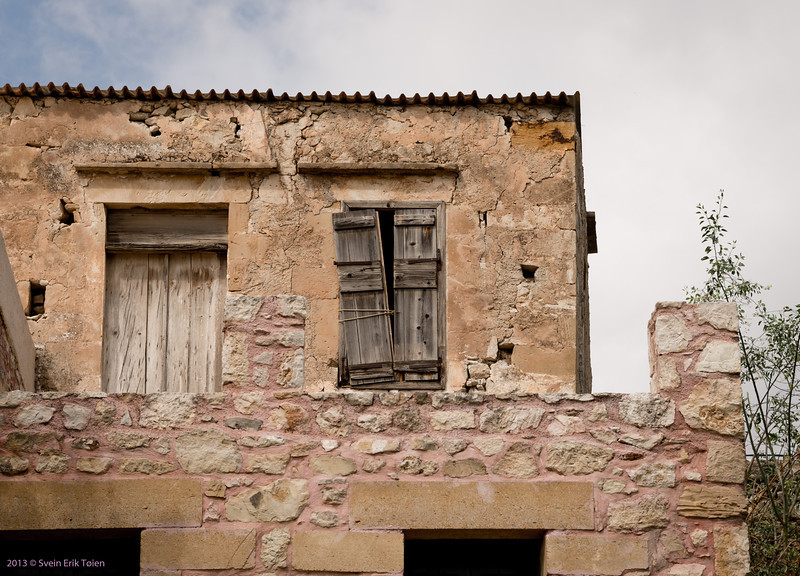 Fixed <br /> House with shutters, Paleokastro