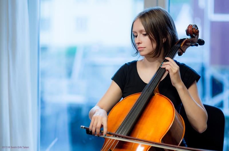 Tine Surel on Cello