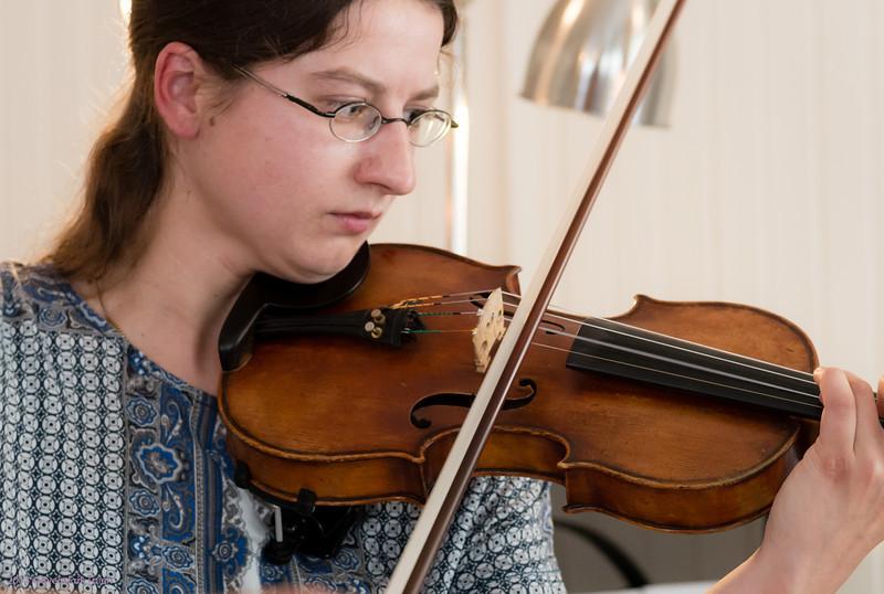 Violinist Dina Schmailzl and pianist Milton Baldizón performing  Igor Loboda at Nyksund Guest House 29. of june 2013