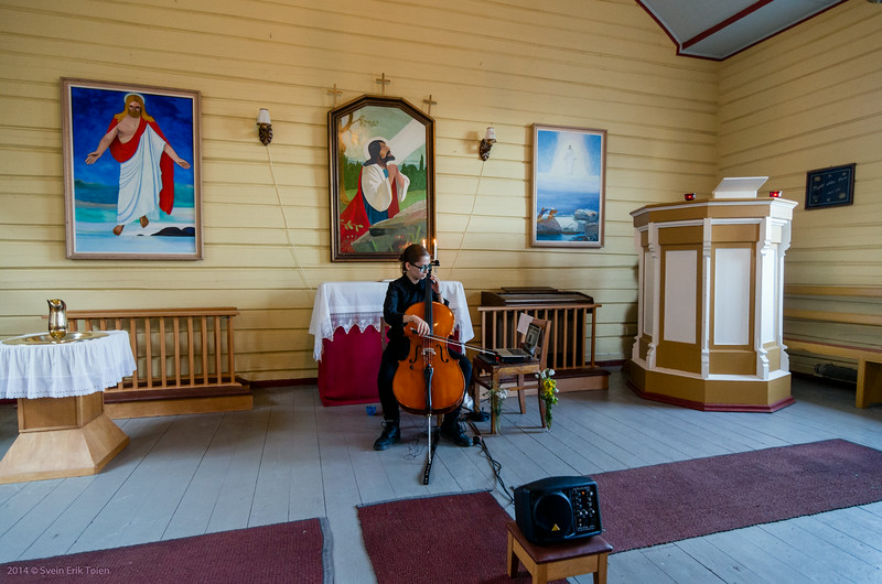 A Sound Artist, a Computer, a Loudspeaker and a Cello