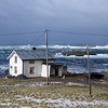THE DOG BY THE SEA *<br /> The gales had been blowing for days on end and the fjord was churned up outside of Vottestad and Nyksund. This sight nearly struch a southern Norwegian speechless (even though he has lived in the north for 14 years now). We talked about Gåsvær just outside this area, where the entire population was swept into the open ocean one stormy night. Today, however, it was sunny and beautiful, and the seaspray splashed briskly over the rocky outcrops. <br /> <br /> HUNDEN VED HAVET<br /> Vinden hadde stått på i dagevis, og fjorden kokte utenfor Vottestad og Nyksund. Synet tok nesten pusten fra en søring (som riktignok har bodd i Norland i snart 15 år) – vi snakket om Gåsvær rett utenfor her, hvor hele bosettingen ble feid på havet en stormnatt. Men i dag var det sol og vakkert, og sjørøyken drev friskt over skjærene.