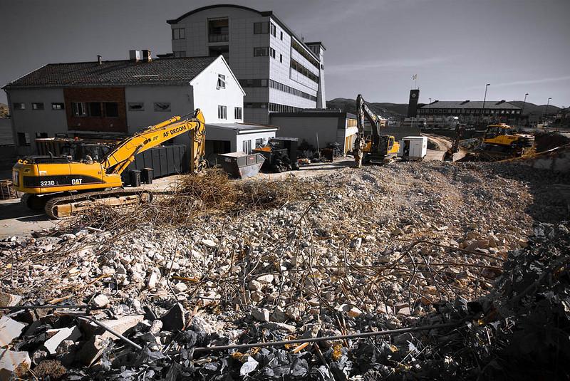 My little town transforming - I<br /> Demokition of office block, Sjøgata, Bodø
