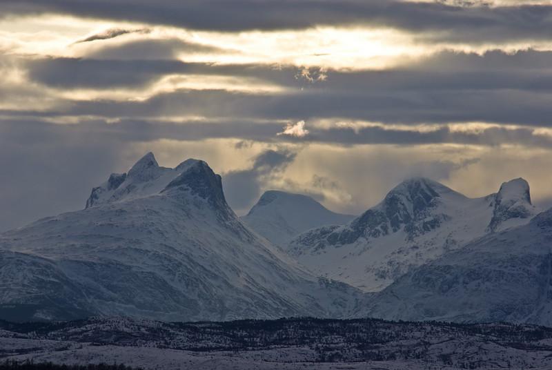 Changing clouds over Børvasstindan