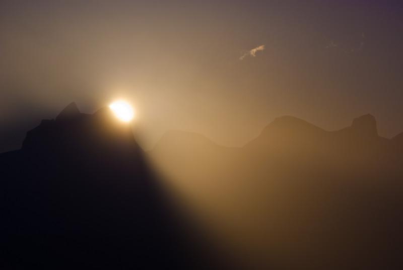Sunrise behind Børvasstindan IV
