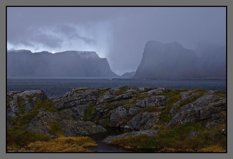 Changing clouds, wind and hale showers<br /> Værøy