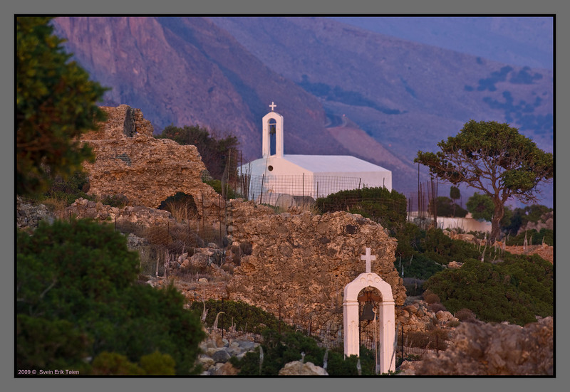 Another wiew of the chapel at Loutro