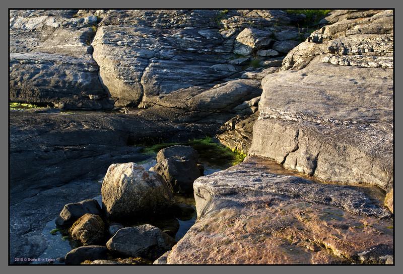 Wide pot with rocks<br /> Mjelle, Nordland