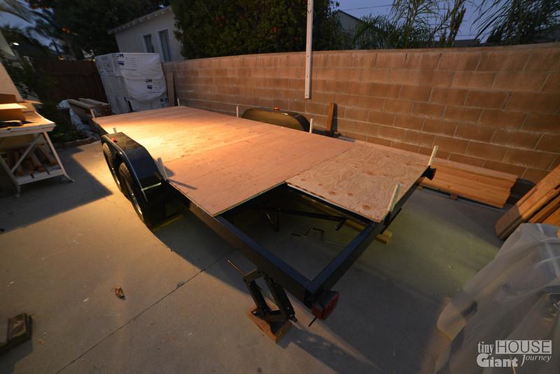 Sheathing the trailer - 0740