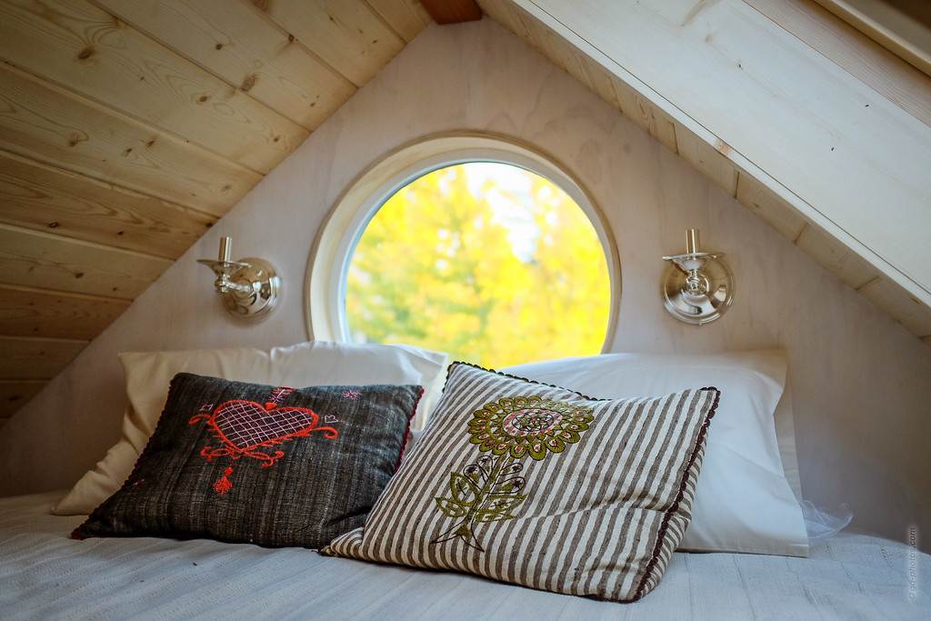 Vina Lustado's tiny house (Sol Haus Design)  Read more here: http://tinyhousegiantjourney.com/2013/11/12/vinas-tiny-house/ Subscribe here: www.facebook.com/tinyhousegiantjourney