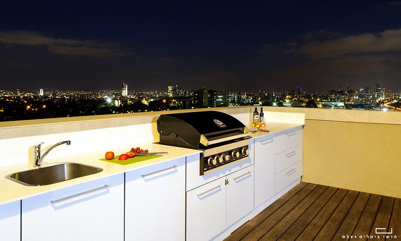 """מטבח חוץ בדירה בת""""א. צולם עבור חברת רם אינגבר מטבחי חוץ"""