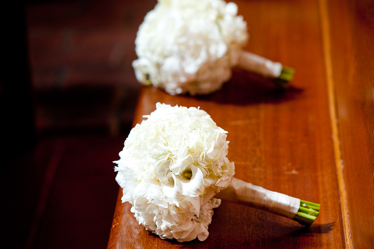 white bridesmaid bouquet ideas